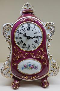 stolní hodiny české baroko porcelán červené CZ