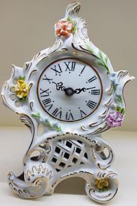 stolní hodiny porcelán bílé květiny CZ