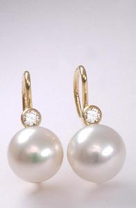 Zlaté náušnice s perlou a diamantem N165