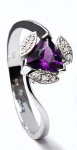 Zlatý prsten s ametystem a diamanty PD343