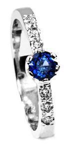 Zlatý prsten se safírem a diamanty PD532