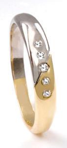 Zlatý prsten s diamanty PD541
