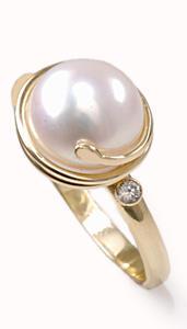 Zlatý prsten s perlou a diamanty PD465