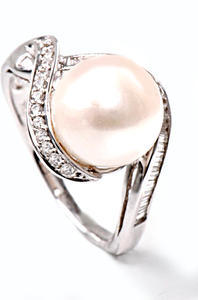 Zlatý prsten s perlou a diamanty PD469