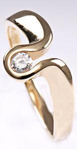 Zlatý prsten se zirkonem P823