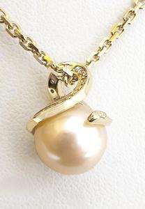 Zlatý přívěšek s perlou 064838