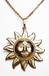 Zlatý přívěšek slunce 023618