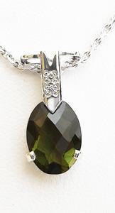 Zlatý přívěšek s vltavínem a diamanty 023463