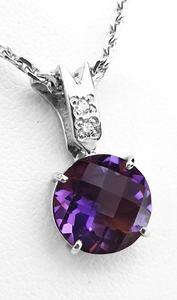 Zlatý přívěšek s ametystem a diamanty 023391