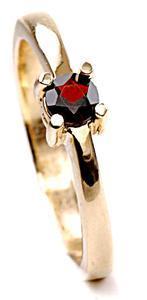 Zlatý prsten s granatem P937