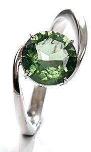 Zlatý prsten s vltavínem P894