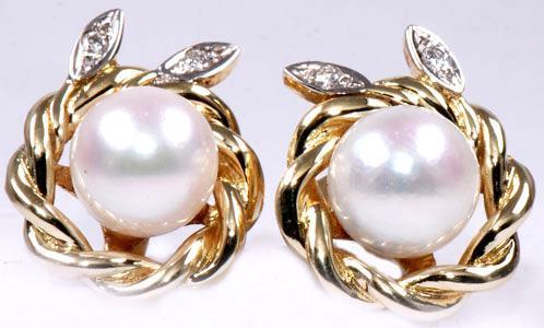 Zlaté náušnice s perlami a diamanty N73