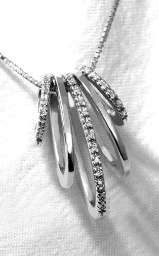 Zlatý přívěšek s diamanty P245