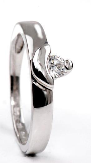 Zlatý prsten s diamantem PD162