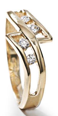 Zlatý prsten s diamanty PD414