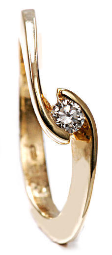 Zlatý prsten s diamantem PD430