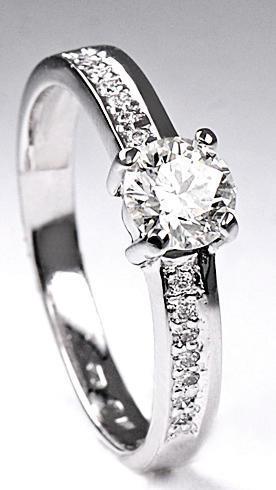 Zlatý prsten s diamanty PD223