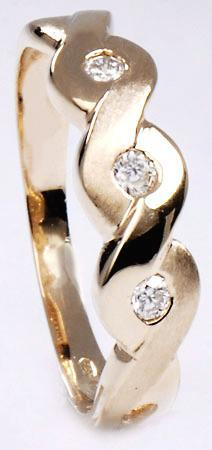 Zlatý prsten s diamanty PD228