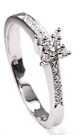 Zlatý prsten s diamanty PD313