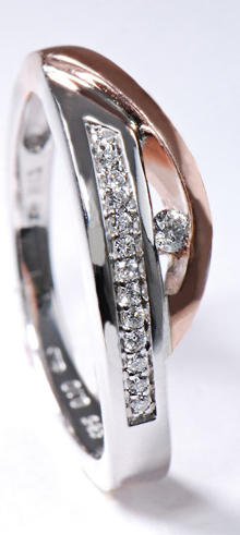 Zlatý prsten s diamanty PD336