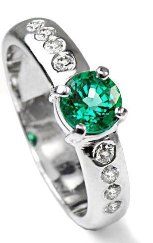 Zlatý prsten se smaragdem a diamanty PD494