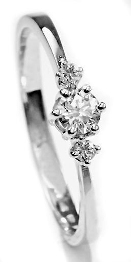 Zlatý prsten s diamanty PD519