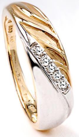 Zlatý prsten s diamanty PD539