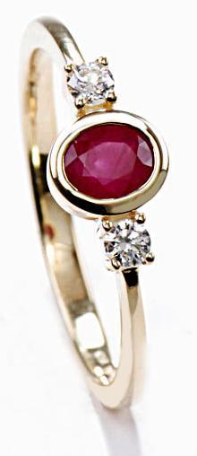 Zlatý prsten s rubínem a diamanty PD517