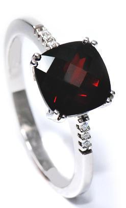 Zlatý prsten s granátem a diamanty PD347