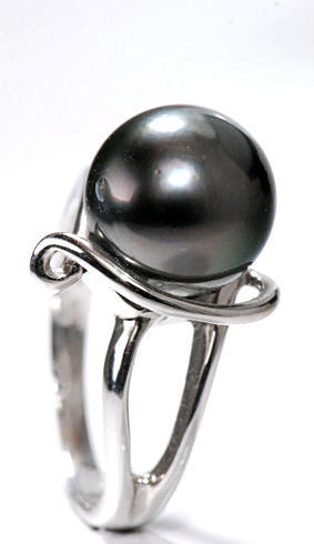 Zlatý prsten s perlou P892