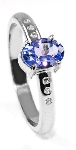 Zlatý prsten s tanzanitem a diamanty PD529