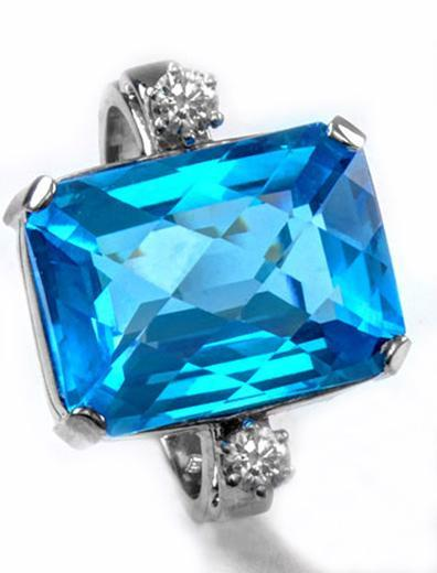 Zlatý prsten s topazem a diamanty PD545