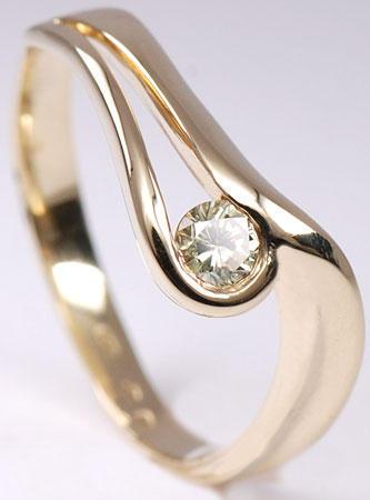 Zlatý prsten se žlutým diamantem PD244
