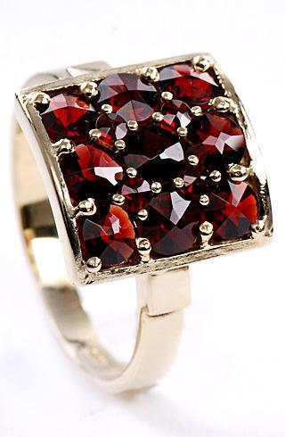 Zlatý prsten s granáty P64  - 1