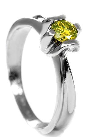 Zlatý prsten s diamantem PD104