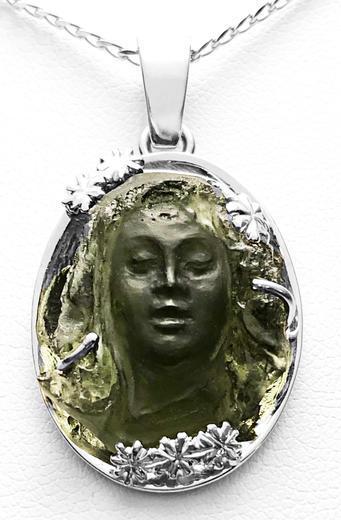 Zlatý přívěšek vltavínová víla 04062020  - 1