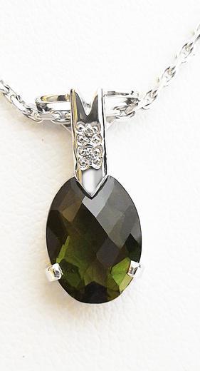 Zlatý přívěšek s vltavínem a diamanty 023463  - 1