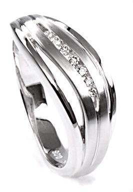 Zlatý prsten s diamanty PD330