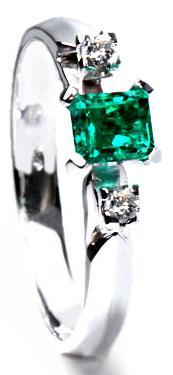 Zlatý prsten se smaragdem a diamanty PD340