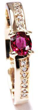 Zlatý prsten s rubínem a diamanty PD199