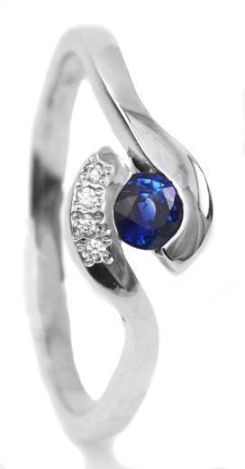 Zlatý prsten se safírem a diamanty 015235  - 1