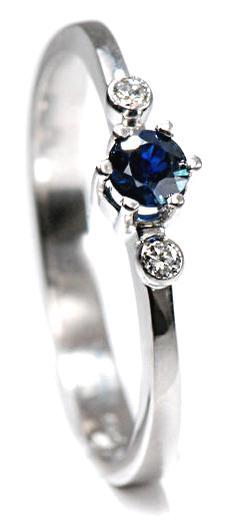Zlatý prsten se safírem a diamanty PD425