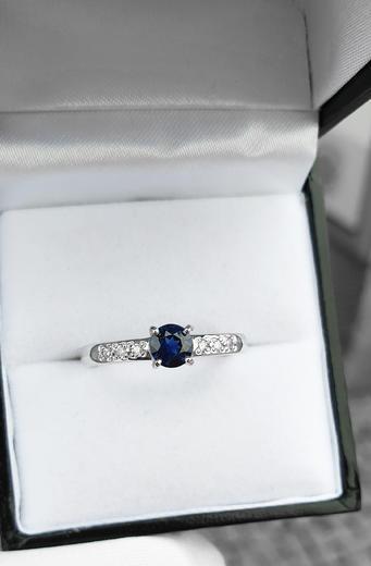 Zlatý prsten se safírem a diamanty 015160  - 2