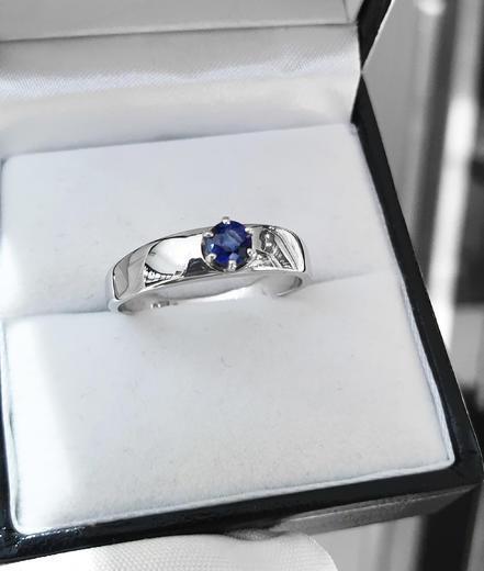 Zlatý prsten se safírem 015201  - 2