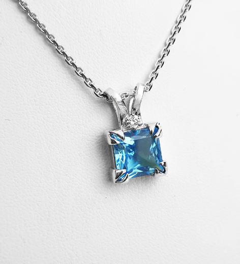Zlatý přívěšek s topazem a diamanty 023609  - 2