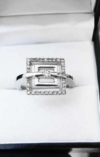 Zlatý prsten s diamanty 038446  - 2
