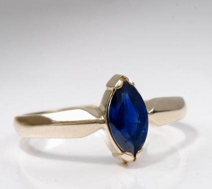 Zlatý prsten se safírem P917  - 2