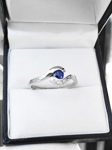 Zlatý prsten se safírem a diamanty 015235  - 2
