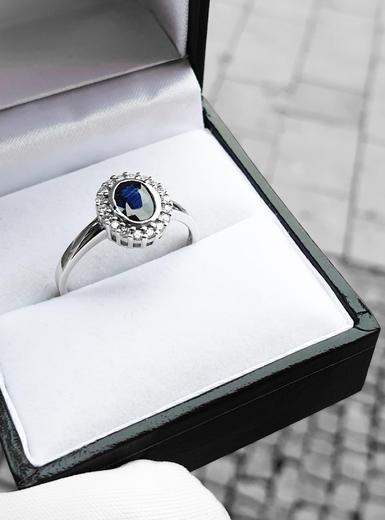 Zlatý prsten se safírem a diamanty 70114  - 2