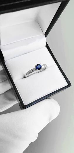 Zlatý prsten se safírem a diamanty 015159  - 2